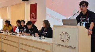 Lise öğrencileri 'Sinema ve Gençlik Paneli'nde konuştu