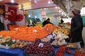 Manavlar, tezgahları yeni meyvelere hazırlıyor