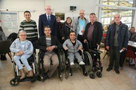 Odunpazarı Belediyesi'nden 55 engelli bireye sandalye desteği