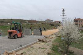 İnönü'de iki mahalledeki kilit taşı çalışmaları devam ediyor