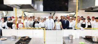 Rektör Prof. Dr. Çomaklı Gastronomi ve Mutfak Sanatları öğrencileriyle makarna yaptı