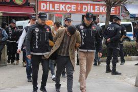 Uyuşturucu satıcıları adliyeye sevk edildi