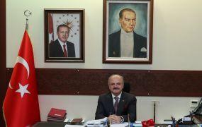 """Vali Çakacak'ın """"1 Mayıs Emek ve Dayanışma Günü"""" kutlama mesajı"""