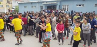 ''Dünya Sağlık İçin Hareket Et Günü'nü 'Zumba Dansı'' yaparak kutladılar