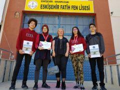 Eskişehir Fatih Fen Lises ekibi Antalya'dan madalyalarla döndü