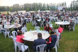 Geleneksel Sivrihisar iftarına yüzlerce vatandaş katıldı