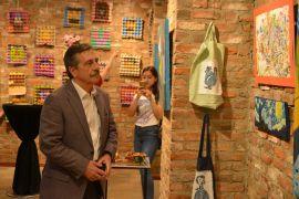 Sanata Gel sergisinde çocukların eserleri görücüye çıktı