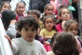 Türkmen çocuklar baştan aşağı giydirildi