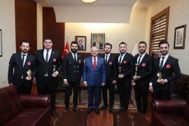 Vali Çakacak, uluslararası yarışmada başarı kuaförleri kabul etti