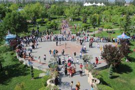 Bayram tatilinde Bodrum'u, Çeşme'yi bırakıp Eskişehir'e geldiler