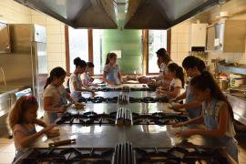 Çocuk aşçılar kolları sıvayıp işe koyuldu