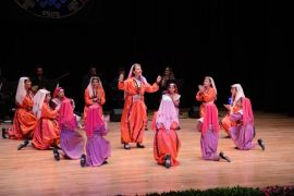 Çocuk ve Gençlik Halk Dansları Topluluğu gösterisi büyüledi