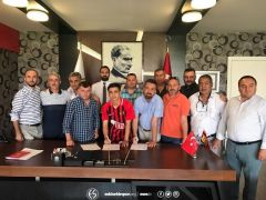 Eskişehirspor'da 3 yıllık imza