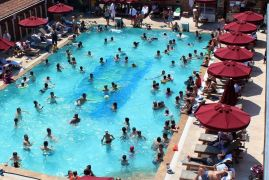 Serinlemek için girilen yüzme havuzlarındaki gizli tehlike