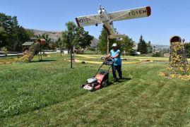 İnönü'de park ve bahçe çalışmalarını sürdürüyor