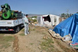 Tarım işçilerinin çadırları ilaçlanıyor