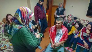 Annelerden Mehmetçiklere asker kınası