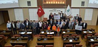 Meclis toplantısını lösemiye dikkat çekmek için maske takarak yaptılar