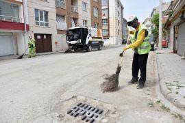 Yollar ve kaldırımlar temizleniyor