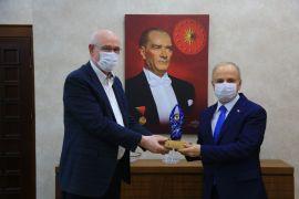 Vali Özdemir Çakacak'tan Başkan Kurt'a veda ziyareti