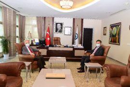 Vali Özdemir Çakacak'tan ESOGÜ Rektörü Prof. Dr. Kemal Şenocak'a veda ziyareti