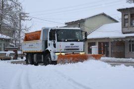 İnönü Belediyesi'nden kar yağışına anında müdahale