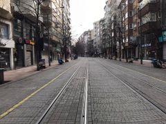 Soğuk hava ve kısıtlamalar caddeleri sessizliğe bürüdü
