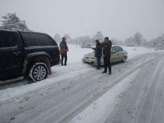 Karda mahsur kalan ailelerin yardımına Başkan Çam ve ekibi koştu