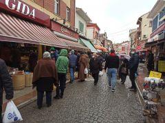Ramazan alışverişi dükkân önlerinde uzun kuyruklar oluşturdu