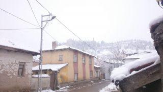 Seyitgazi'de Nisan ayında kar sürprizi
