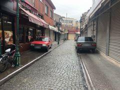 Yaya yolları ve kaldırımlar araçlara kaldı
