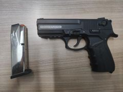 6 suçtan kaydı olan şahsın otomobilinde tabanca bulundu