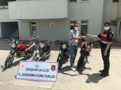 Çalınan 4 motosikleti jandarma bulup sahiplerine teslim etti