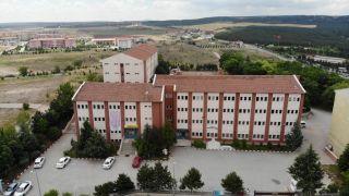 Eskişehir Fatih Fen Lisesi öğrencilerinden 'Fark Edilmeyen Tehlike: Moda Endüstrisi' konulu makale