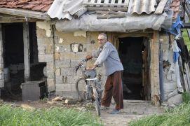 İnsanlara küstü, tarlanın ortasındaki barakada tek başına yaşamayı tercih etti