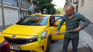 Taksiciler kısıtlamayı araçlarını temizleyerek geçiriyor