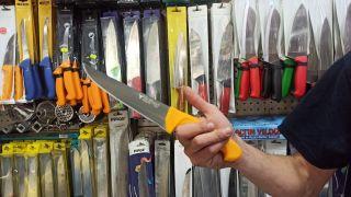 Kaliteli bıçak çeliği uzun süre bilemeden hizmet vermeye olanak sağlıyor