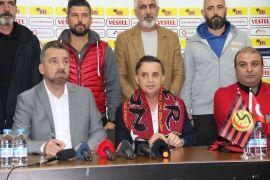 Galatasaray'ın eski futbolcusu Suat Kaya Eskişehirspor'un başına geçti