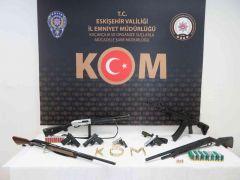 Yasa dışı silah ticareti operasyonunda 6 kişi yakalandı